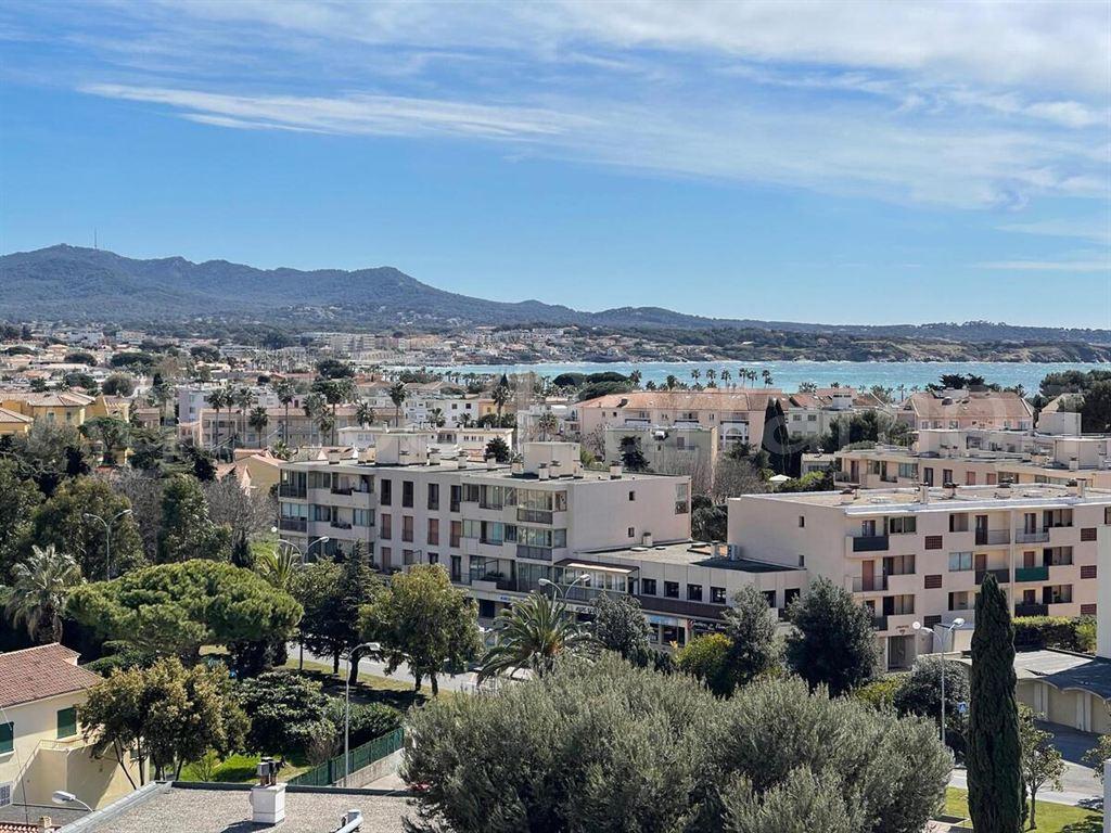 Vente appartement T3 vue mer Sanary-sur-mer dernier étage ascenceur